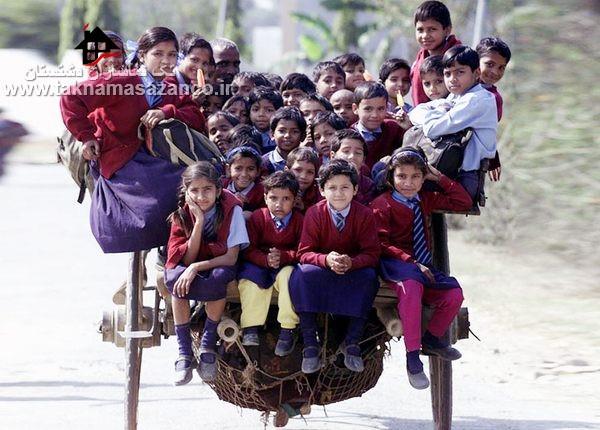 سوار برگاری اسب برای رفتن بچه ها به مدرسه در دهلی هند