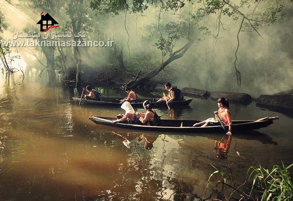 عبور بچه ها از رودخانه برای رفتن به مدرسه در اندوزنزی
